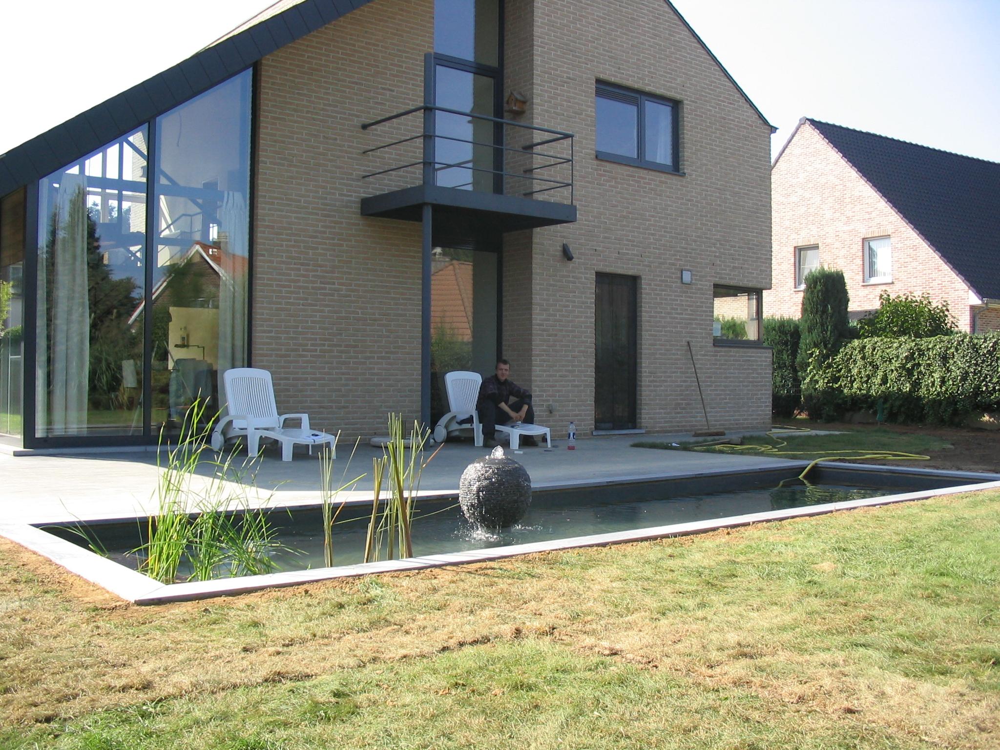 Aquatic design concept et garden cascade bassin d bordement for Creation d un etang de jardin