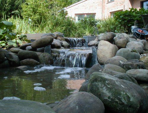 Cascade galets et pierres naturelles